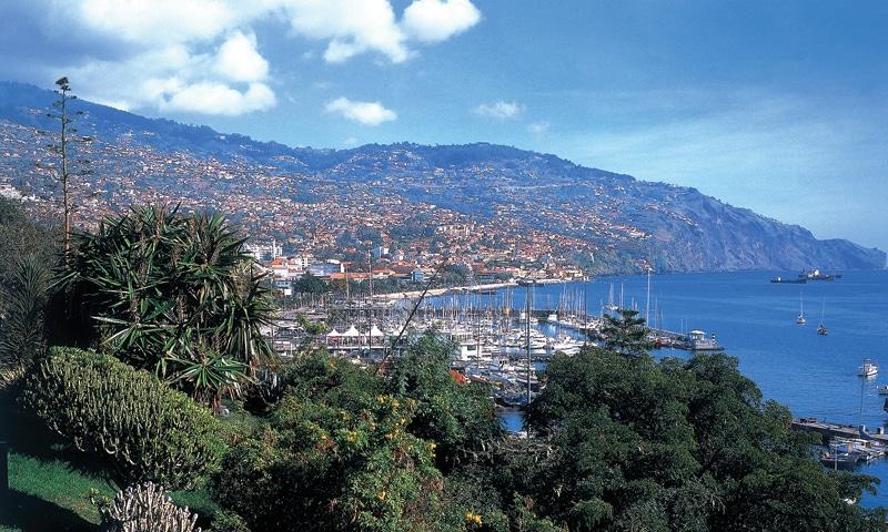 Storbyer og strande på Madeira.